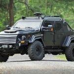 Questo veicolo blindato, pronto per circolare su strada, ti farà sentire perfettamente sicuro anche nelle zone più scoscese del mondo.
