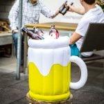 Rendi uniche le tue feste estive in giardino e i tuoi pic-nic con questo refrigeratore gonfiabile a forma di boccale di birra!