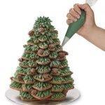 Natale è qui ed è tempo di dolci! Sfrutta al massimo questo set di stampini a stella per creare fantastici e gustosi alberi di natale di marzapane (o di quel che vuoi tu)!