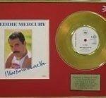 Un originale 45 giri di I was born to love you. Un vinile placcato oro commemorativo dell'indimenticabile Freddie Mercury.