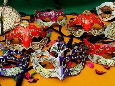 Carnevale è ormai alle porte e quindi quale miglior data del calendario alla quale ispirarsi per fare un dono, in particolar modo ai bambini?