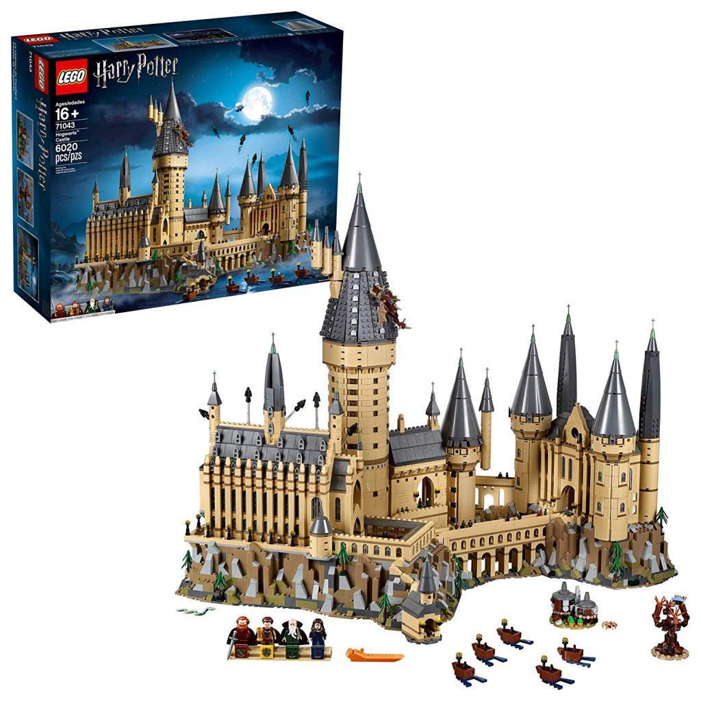 Uno dei set Lego più recenti che ha fatto la storia di questa gloriosa fabbrica di mattoncini è il mitico castello di Hogwarts della saga di Harry Potter. Oggi scopriamo il secondo set Lego più grande si sempre!