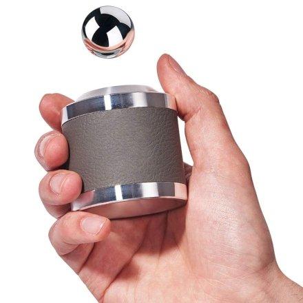 Un magico cilindro che rallenta la palla dalla sua caduta! Isaac Newton ne andrebbe pazzo! Sarebbe l'idea regalo perfetta per lui!