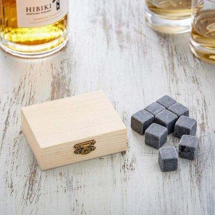 Gli amanti del Whisky amano il loro drink preferito gelato ma non annacquato. Con le pietre da Whisky entrambe le cose sono possibili! Regalale agli amanti dei drink!