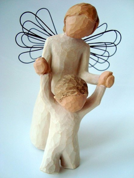 Colpisci nel segno con un regalo perfetto per la festa della mamma: una statuina in resina di produzione artigianale dalle mani dell'artista Susan Lordi.