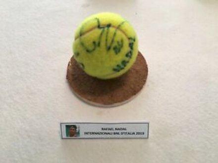 Fai una buona azione e nel frattempo regala ad un appassionato di tennis una palla da tennis autografata da Rafael Nadal!
