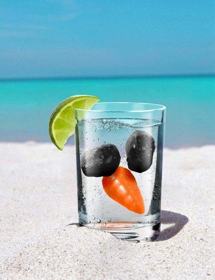 Se il pupazzo di neve era il tuo amico preferito dell'inverno ed ora con questo caldo ne senti la mancanza, tieni sempre con te i suoi occhi di carbone e il naso di carota ed usali per rinfrescare le tue bevande!