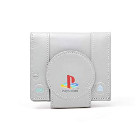 Cerchi un pensierino per il tuo fidanzato che è rimasto ancorato all'adolescenza? E' ancora convinto che la Playstation I sia la più grande console di tutti i tempi? Fallo felice con questo portafoglio a forma di PlayStation !