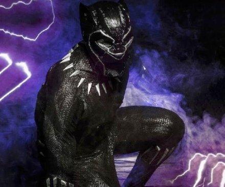 Entra a far parte degli Avengers con questo costume da Black Panter!