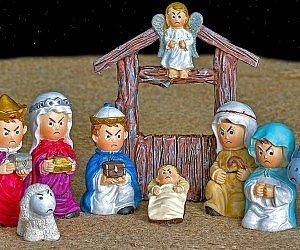 """Se sei stufo del buonismo natalizio, """"The Negativity Scene """" è ciò che hai sempre cercato! Metti in scena i tuoi veri sentimenti con il presepe arrabbiato!"""
