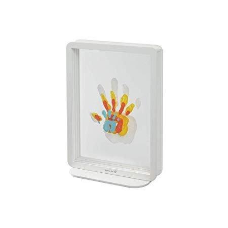 Baby Art Family Touch ti permette di creare un delizioso quadro con le impronte di tutti i componenti della famiglia.