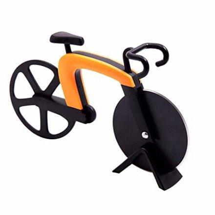 Un utensile bello e divertente da tenere in bella mostra in cucina: Una rotella tagliapizza a forma di bicicletta!