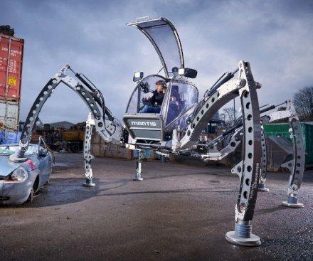 Questo ragno meccanico, opera di un ingegnoso artista, sembra saltato fuori dallo schermo di un film di fantascienza di serie B. E' grosso, massiccio e cattivo. Ma soprattutto esiste davvero!