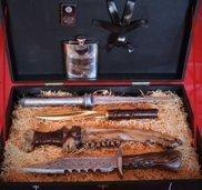 Se sei un Superfan dei fratelli Winchestere della loro serie TV Supernatural, troverai irresistibile questo kit da viaggio con una serie di armi da collezione a prova di attacco soprannaturale!