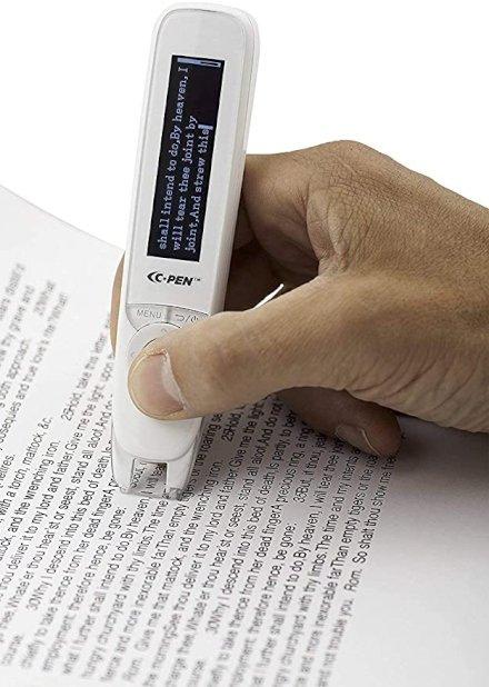 Questa penna in realtà è uno scanner portatile che consente di leggere testo in inglese, italiano, francese e tedesco.