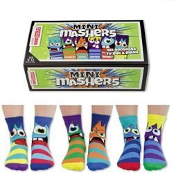 Sorprendi i tuoi giovani festeggiati con un regalo utile e divertente! Sei calzini mini mostri da indossare anche spaiati!