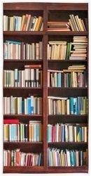 Un simpatico asciugamano dalle sembianze di una libreria, idea regalo sicuramente originale che all'occorrenza si trasforma in un abile camuffamento del disordine casalingo!