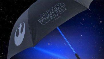 Se sei un superappassionato di Star Wars o se devi fare un regalo originale ad un appassionato di questa saga, allora questo ombrello con 'anima' laser conquisterà subito le tue simpatie!