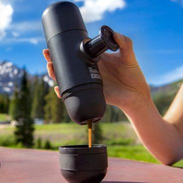 Maniaci e fan del caffè, finalmente le vostre giornate in spiaggia e le vostre escursioni in montagna, saranno degnamente scortate dal vostro caffè espresso preferito!